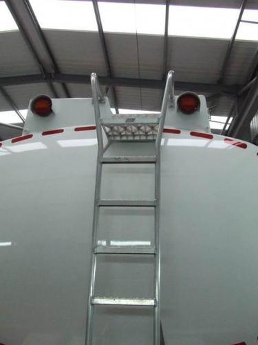 Rear tanker ladder